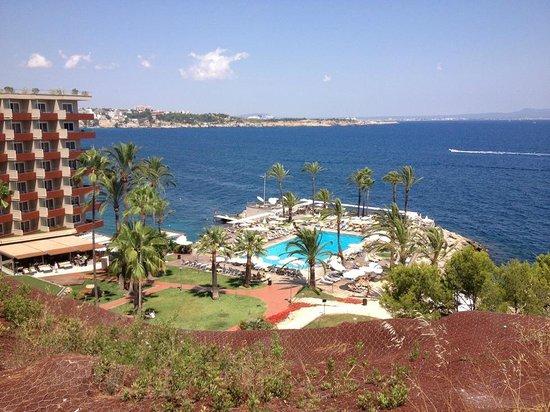 Hotel Riu Palace Bonanza Playa: View of the pool from the street