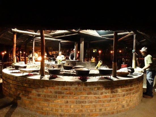 Schotia Safaris Private Game Reserve: La cena serale nel grande Lapa