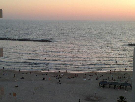 The Savoy Tel-Aviv Sea Side: View to the beach