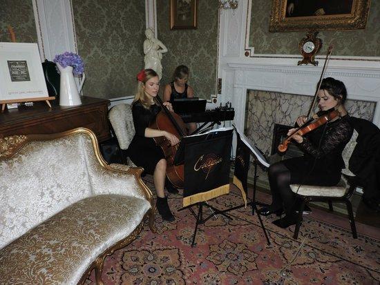 Solsgirth House: Caspio Trio in the Drawing Room