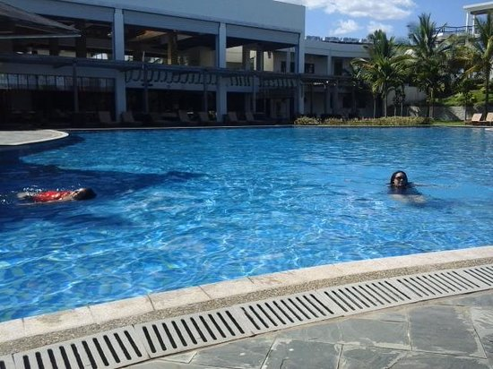 Manhao Hotel : Enjoying the pool to ourselves