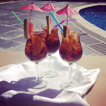 Manhao Hotel : Cocktails by the pool side
