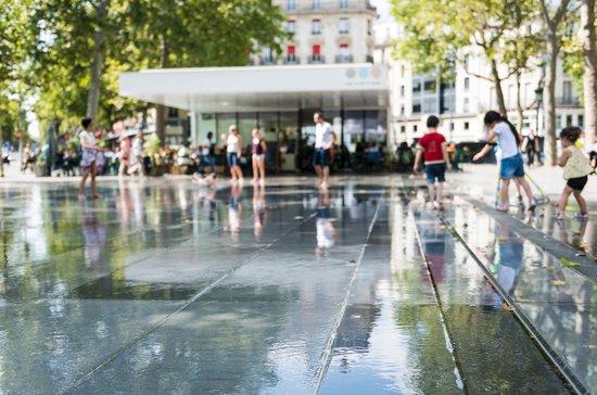Hotel Magenta 38: Water ground 2 at Place de la Republique