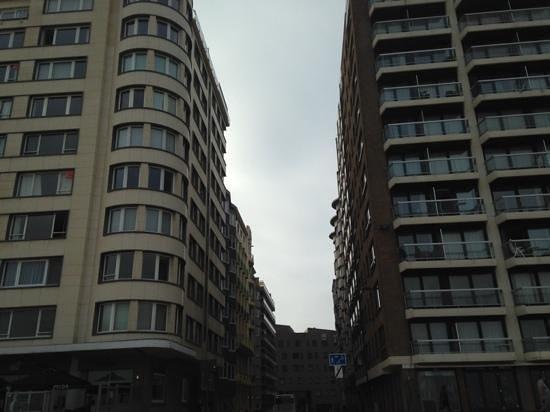 Royal Astor Hotel : location