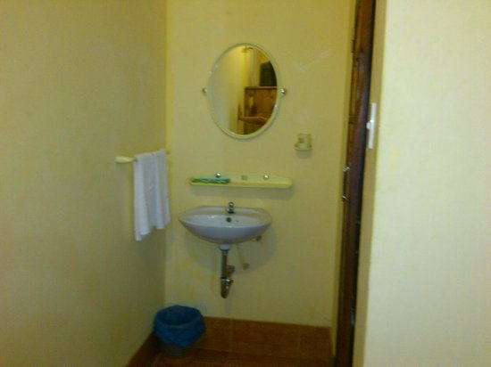 Cocosand Hotel: toilet