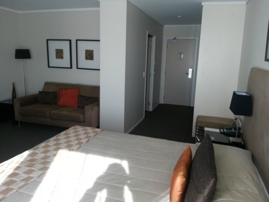 Hotel on Devonport: Lounge and bed