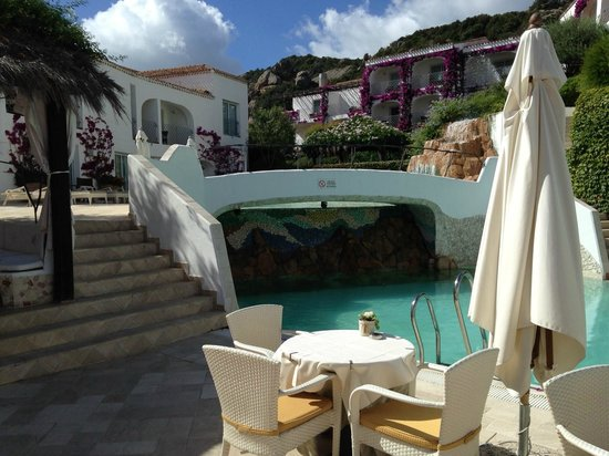 Grand Hotel Poltu Quatu Sardegna MGallery by Sofitel: Interno piscina (particolare)