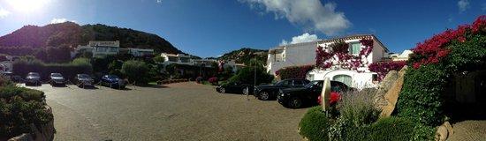 Grand Hotel Poltu Quatu Sardegna MGallery by Sofitel: Vista piazzale sosta