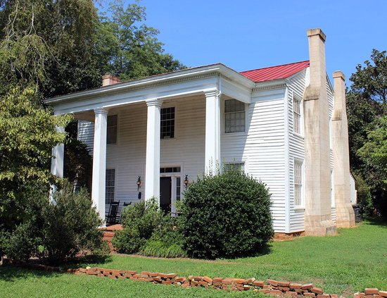 North Georgia Tours: Historic inn (now a private residence) on Old Post Road