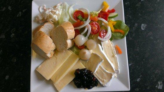 Cafe L'etage: Cheesy ploughmans