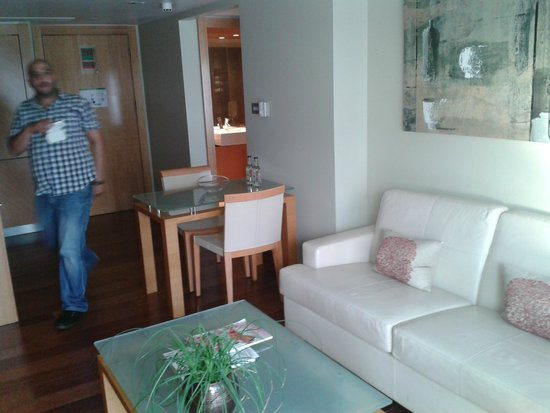 Plaza on the River - Club and Residence: Suite - living area