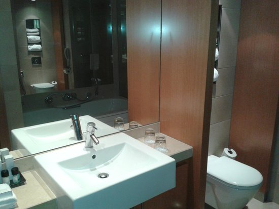 Plaza on the River - Club and Residence: Suite - bathroom