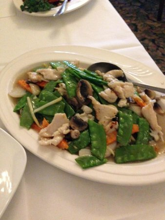 Peking Chinese and American Restaurant: Chicken with Snow Peas (minus the onions)
