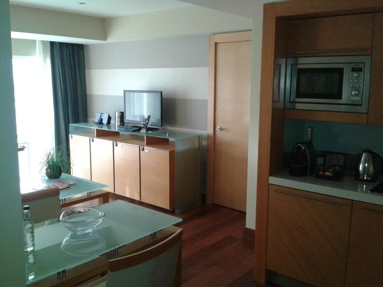 Plaza on the River - Club and Residence : Suite - kitchen and dining