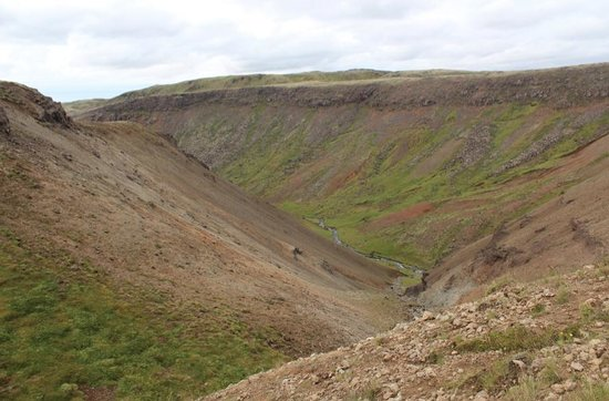 Lost In Iceland Tours: The beautiful scenery of the Reykjadalur Valley