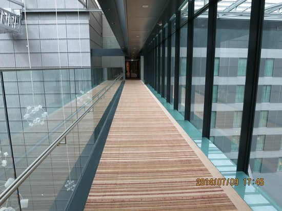 Hilton Garden Inn Frankfurt Airport: 10階の回廊