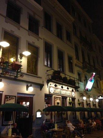 Cafe Botteltje: the outside