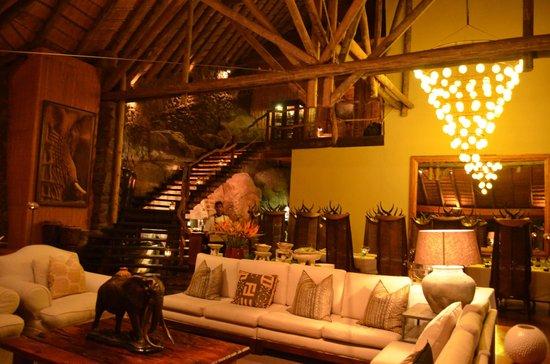 Ulusaba Rock Lodge : Inside Cliff Lodge