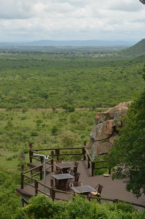 Ulusaba Rock Lodge: Dining Deck at Cliff Lodge