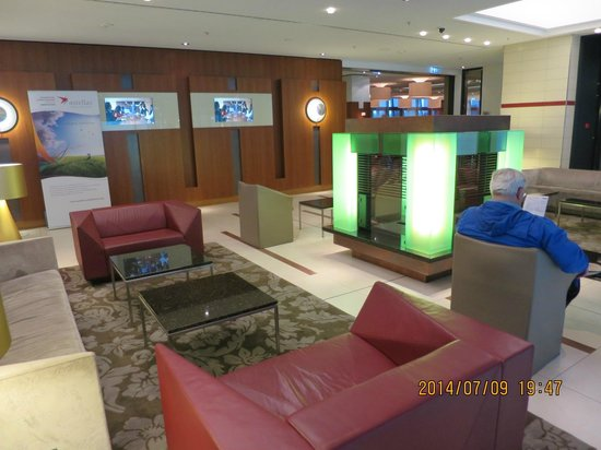 Hilton Garden Inn Frankfurt Airport: Lobby