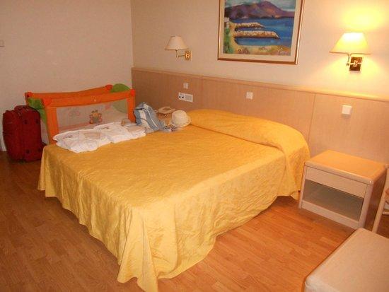 Blue Sea Beach Resort : Our room