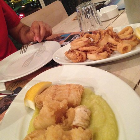 Greeks: fish with garlic potatoes, fried squid