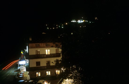 Hotel La Sponda : Notturno dell' Hotel con panorama