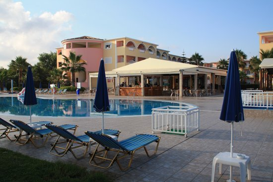 Alykanas Beach Apart-Hotel: External stairs in pink area and the bar
