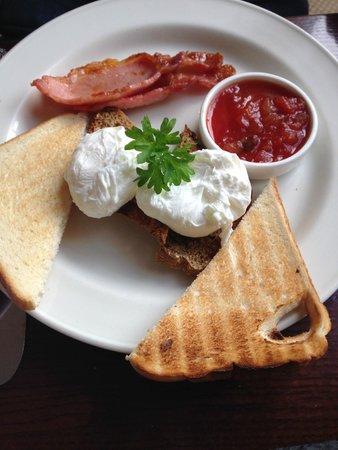 Ariel House: Breakfast