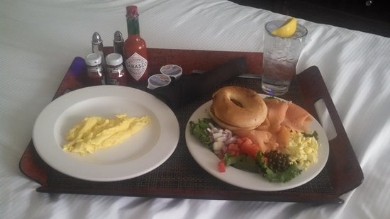Hilton Singer Island Oceanfront/Palm Beaches Resort: Breakfast ordered from the hotel