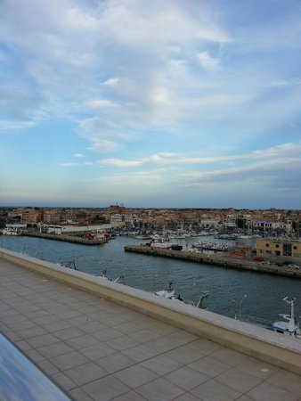 Hotel Tiber Fiumicino: Roof Top View of the inlet
