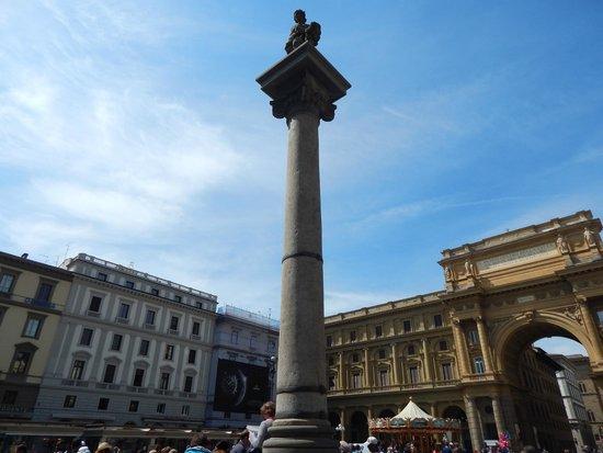Piazza della Repubblica: Colonna dell'Abbondanza