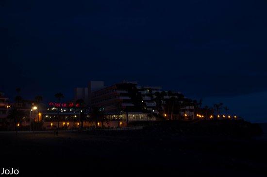 Sol La Palma Hotel by Melia : het hotel vanaf de boulevard