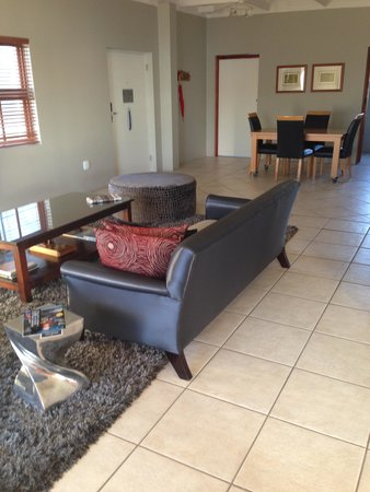 Protea Hotel by Marriott Mossel Bay: Suite lounge