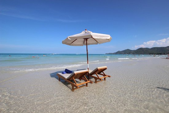 Banana Fan Sea Resort: Sunbath on the crystal clear water of the best spot beach of Chaweng