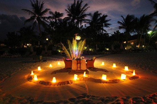 Banana Fan Sea Resort : A private dinner on the soft fine sand beach