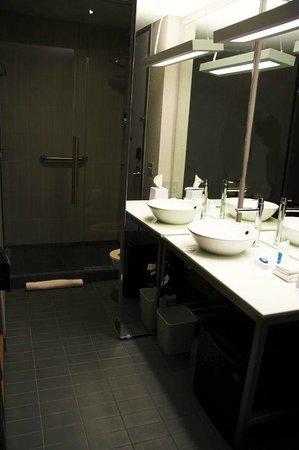 Aloft Phoenix-Airport: Bathroom, room 326
