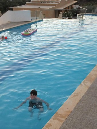 Filion Suites Resort & Spa: Pool - small but perfectly adequate for users