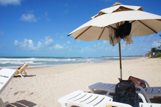 Hotel Solar Porto de Galinhas: Guarda sol do hotel na praia