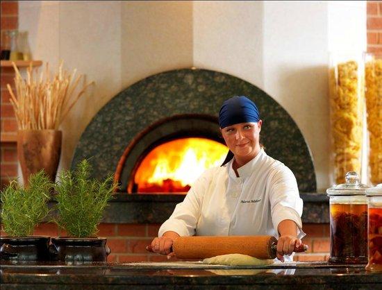 Regent Warsaw Hotel: Venti-tre restaurant wood burning oven