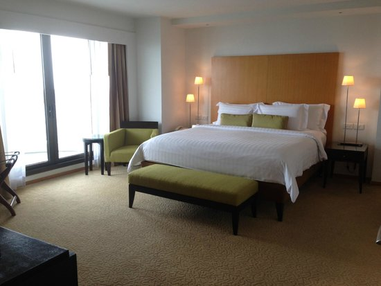Tower Club at Lebua : Massive bedroom