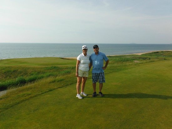 Cabot Links Golf Course: Standing on 14th tee, downhill Par 3