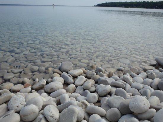 Schoolhouse Beach : More rocks!