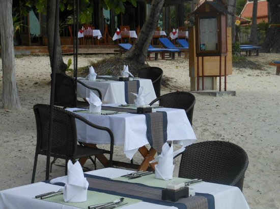Blue Lagoon Hotel: DINING ON THE BEACH