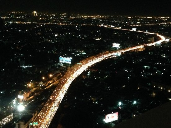 Tower Club at Lebua: Amazing night view from room (with massive traffic jam!!!)