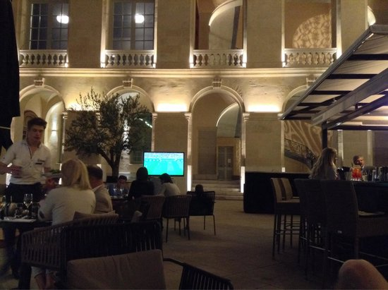 InterContinental Marseille - Hotel Dieu : Terrasse extérieure
