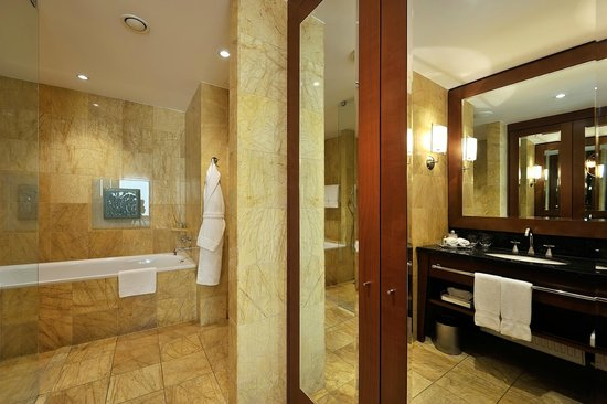 Regent Warsaw Hotel: bathroom