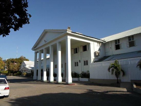 Liguanea Club : Front view