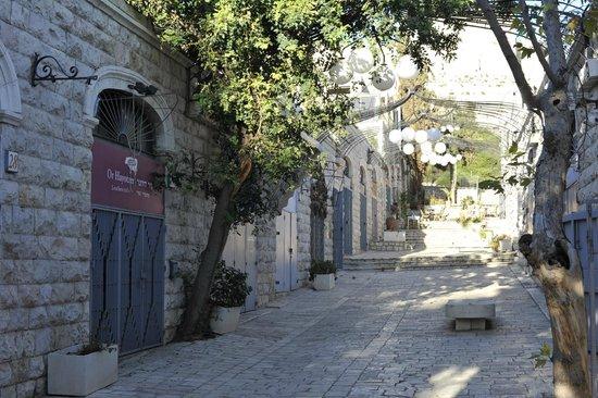 Mishkenot Sha'ananim Guest house: Hutsot  Hayotser Artist colony