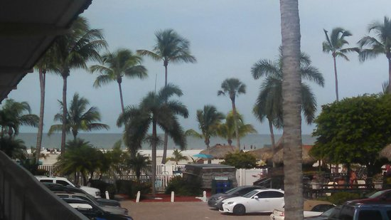 Outrigger Beach Resort: Beach view